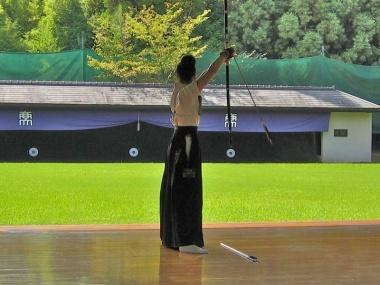姿勢を良くするコツは肛門を締めること!弓道からの学びとは