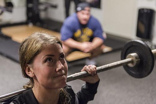 トレーニングジムのパーソナルトレーニング費用と効果について