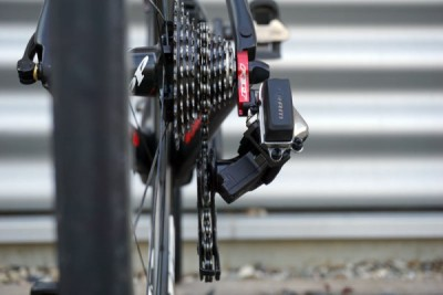 SRAM-RED-eTAP-wireless-shifting-rear-derailleur-details07-600x400