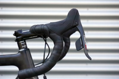 SRAM-RED-eTAP-wireless-shifting-shifter-lever-details01-600x400