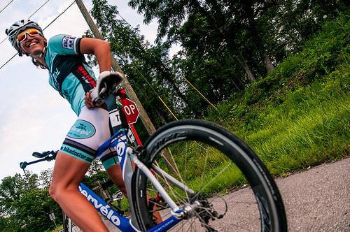 自転車ウェア(サイクルジャージ)にできた毛玉を目立たなく消す方法